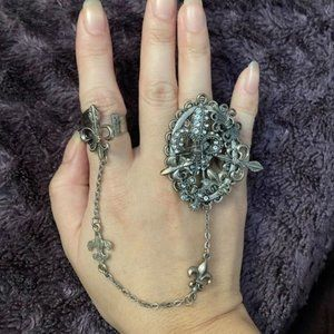 Double ring with chain